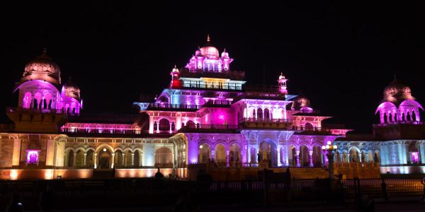 Panoramabild - Central Museum in Jaipur bei Nacht