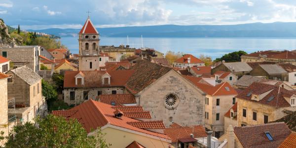 Panoramabild - Blick auf Omis in Kroatien