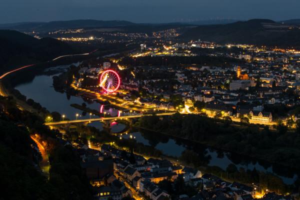 Blick von der Mariensäule auf Trier bei Nacht