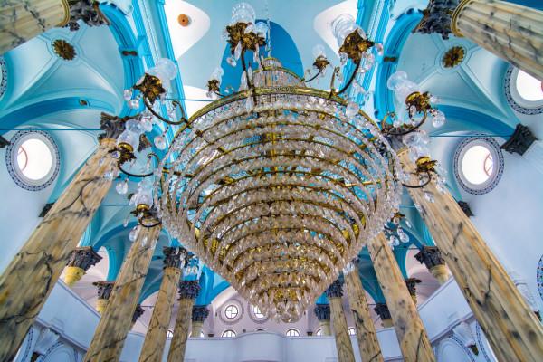 Kronenleuchter in der Moschee von Ayvalik