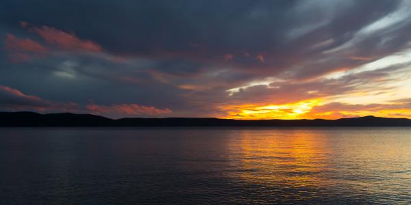 Panoramabild - Sonnenuntergang in Zivogosce in Kroatien