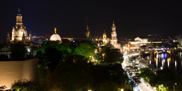 Panoramabild - Dresden bei Nacht