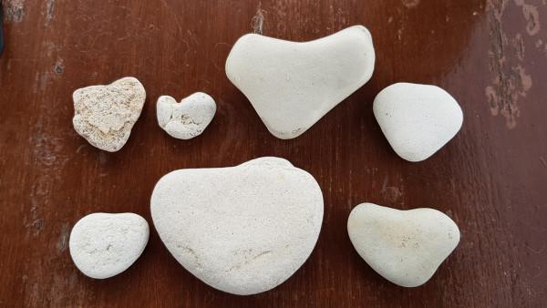 Steinherzen am Strand von Paphos
